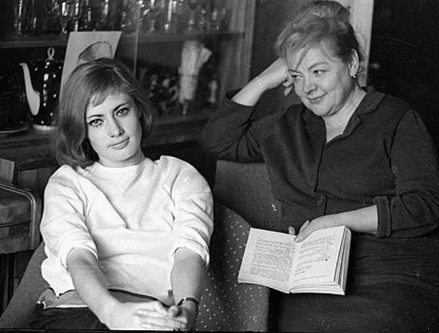 Она освободилась в 1955 году, долго бедствовала, но смогла вернуться не только к нормальной жизни, но и к работе в кино. Причем впервые Федорова попала в тюрьму по этому обвинению в 18 лет, когда молодого человека, который за ней ухаживал, посадили за работу на британские власти. Тогда все закончилось благополучно: будущую звезду советского кино отпустили.