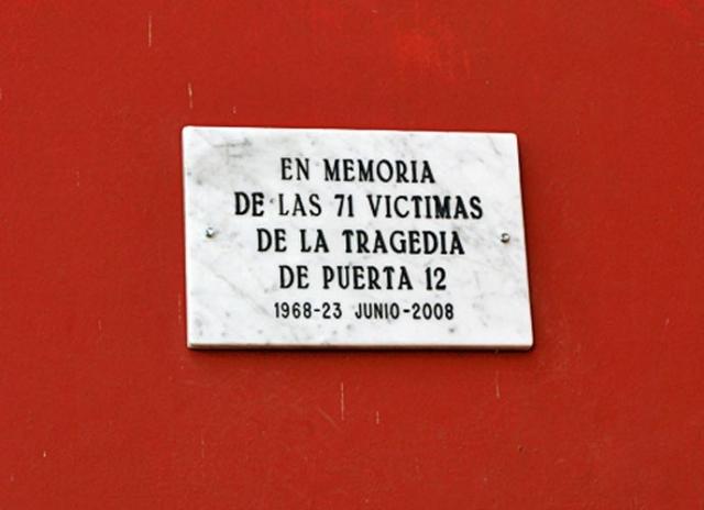 """Жертвами трагедии на """"Монументале"""" по сведениям стали 74 человека и по меньшей мере 200 были ранены."""