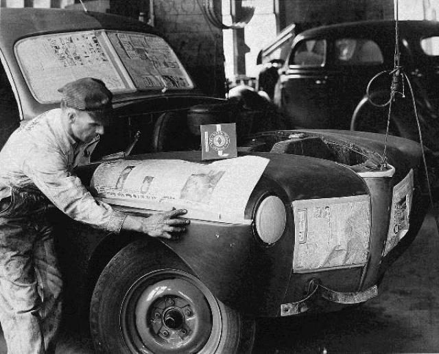"""Скотч. Однажды научному сотруднику компании """"ЗМ"""" было поручено изобрести приспособление, позволившее бы осуществлять покраску автомобилей без выхода за границы окрашиваемой поверхности."""