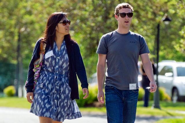 Цукерберг женился на студентке Присцилле Чан, с которой уже довольно долго встречался.