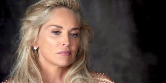 Шэрон Стоун. В 2001 году актриса чуть не умерла, когда у нее случилась аневризма мозга. По словам Стоун в один момент боль буквально прострелила ей голову.