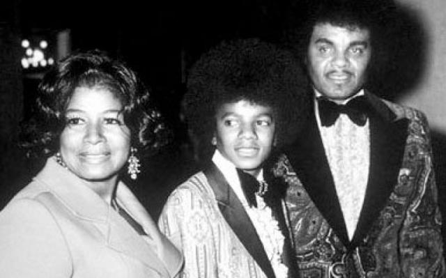 Майкл Джексон, бывший восьмым из десяти детей, что не прибавляло мальчику легкости в жизни, рассказывал, что отец неоднократно унижал его морально и физически.