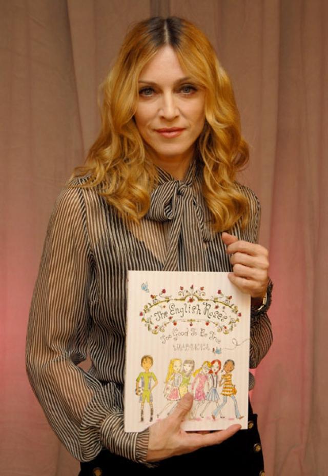 Певица Мадонна выпускает морализаторские сказки для детей или скандальные мемуары.