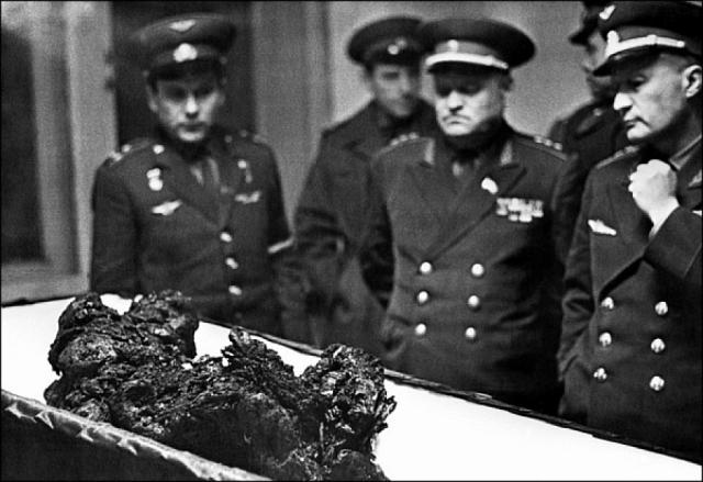 Капсула сгорела дотла при столкновении с землей и вследствие начавшегося после этого возгорания остатков конструкции. Прах Владимира Комарова помещен в урне в Кремлевской стене на Красной площади в Москве 26 апреля 1967 года.