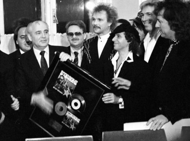Scorpions , 1989. Президент СССР Михаил Горбачев на встрече с участниками германской рок-группы.