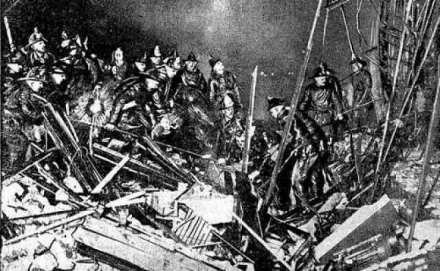Cпустя несколько минут мужчина и его коллеги оказались на месте, оценили ситуацию, и стали помогать тем, кто был на верхних этажах. После того, как они спасли всех с верхних этажей, пламя охватило нижнюю часть здания, и крыша обвалилась.