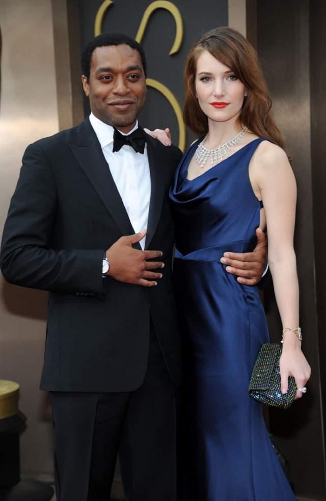 """Звезда """"Двенадцати лет рабства"""" встречался с актрисой Сари Мерсер, затем с моделью Фрэнсис Атенир, но кольцо на пальчик не спешил никому надевать."""