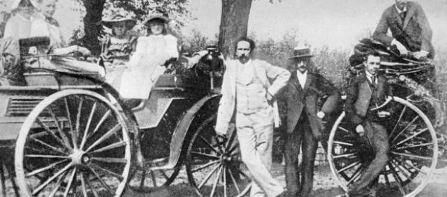 Запатентованный автомобиль впервые показался на публике 3 июля 1886 года на Рингштрассе в Мангейме.