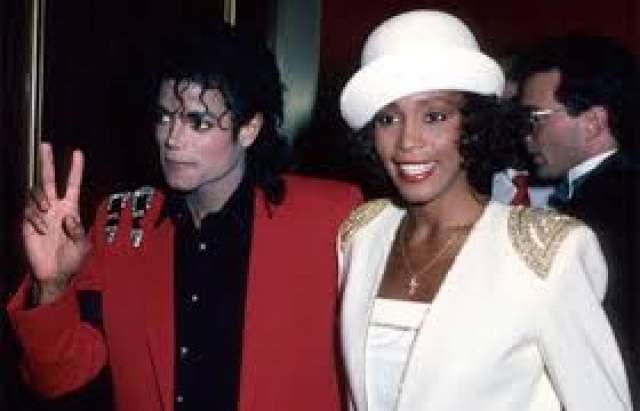В 2002 году от суррогатной матери появился на свет третий ребенок артиста - Принц Майкл ll. В 2012 году в Сети появилась информация, что у Майкла Джексона был роман с певицей Уитни Хьюстон, но эта информация так и не была подтверждена.