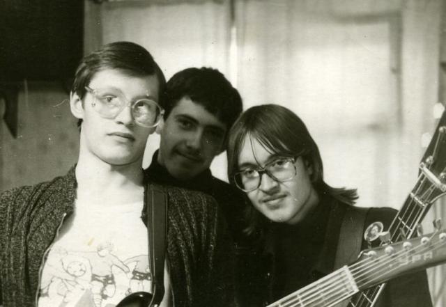 """""""Гражданская оборона"""" была основана 8 ноября 1984 года в Омске Егором Летовым и Константином Рябиновым."""