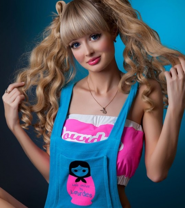 Анжелика Кенова. Анжелика сравнительно недавно пополнила армию Барби-клонов.
