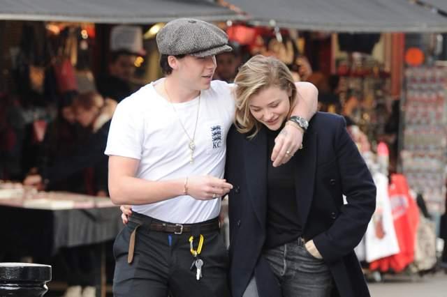 Хлою Морец и Бруклина Бекхэма папарацци сфотографировали во время свидания в Ноттинг-Хилле.