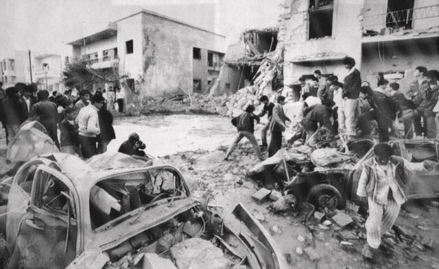 15 апреля 1986 года американские самолеты нанесли бомбовый удар по резиденции Каддафи в пригороде Триполи, жертвами которого стало более 100 ливийцев, среди которых была и полуторагодовалая приемная дочь Каддафи.