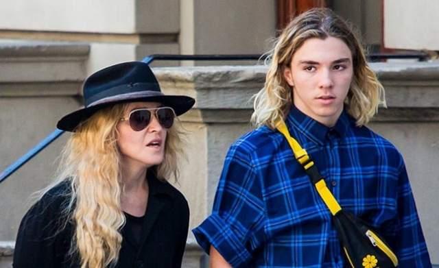 Инициатором судебного дела стал сам Рокко, который не желал больше контактировать с матерью. При этом юноша запретил певице даже заходить на его странички в соцсетях.
