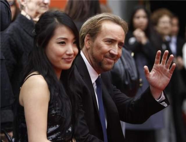 В итоге, в 2004 году, в возрасте 40 лет Николас Кейдж решился на третий брак. На этот раз избранницей актера стала 19-летняя официантка, кореянка Элис Ким.