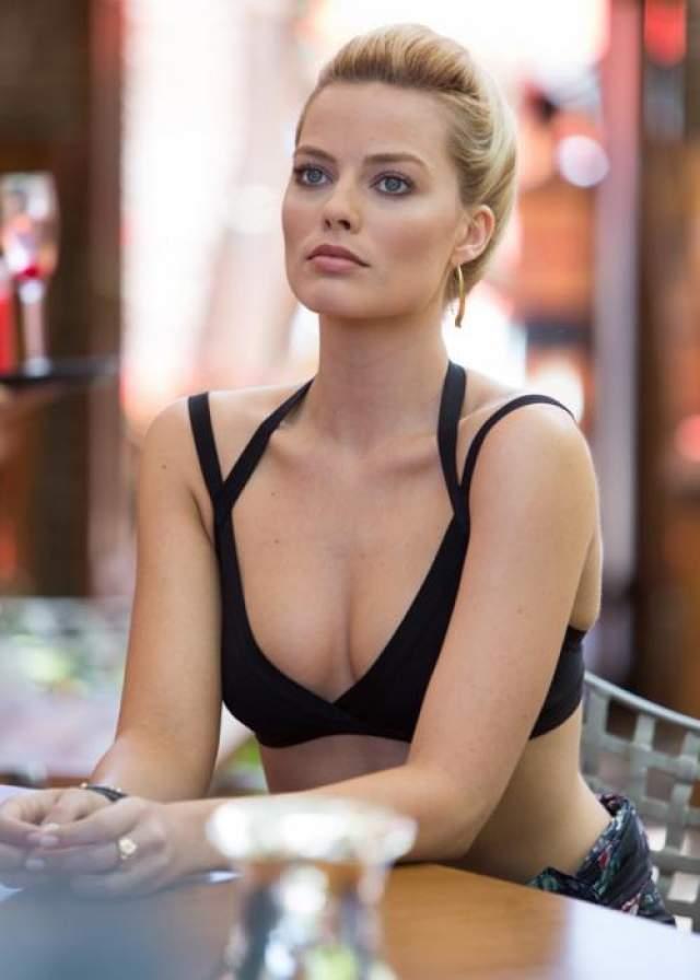Марго Робби / Фокус За актрисой уже прочно закрепился статус нового секс-символа, так что от ролей, в которых она расхаживает в одном лишь бикини, ей не скоро отделаться.