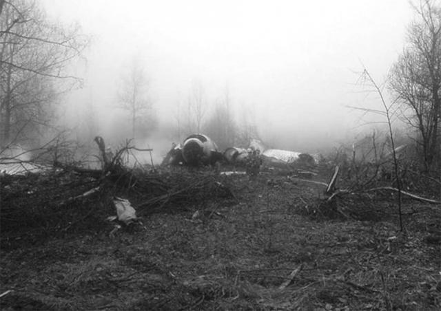 После падения Лариса провела в лесу два дня среди обломков и трупов и вошла и в книгу рекордов Гиннесса дважды как человек выживший упав с высоты 5200 метров и получивший компенсацию всего 75 рублей!