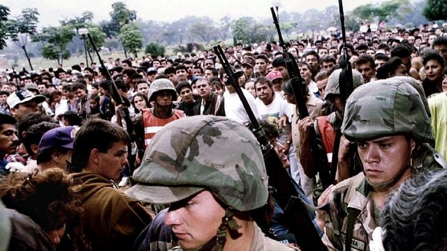 Правительство Колумбии создало «Особую Поисковую Группу», целью которой был сам Пабло Эскобар. В группу вошли лучшие полицейские из отборных частей, а также люди из армии, спецслужб и прокуратуры. Благодаря деятельности группы, во главе с полковником Мартинесoм, несколько человек из ближайшего окружения Пабло Эскобара оказались захвачены.