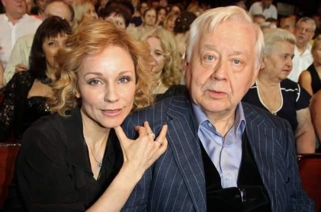 """""""Самое сложное время в наших отношениях было, когда у нас с Олегом Павловичем рождались дети. Это очень сильная проверка. И только при большой любви и сильном желании быть друг с другом люди проходят это испытание"""", – поделилась актриса."""