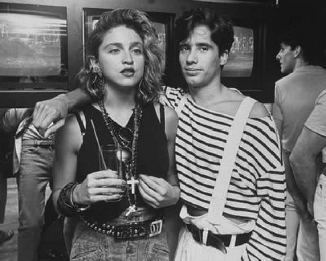 """Может быть, по старой памяти, но певица по-прежнему неравнодушна к стилистике """"полароида"""". Только теперь такие фото она делает на свой смартфон, а затем тщательно ретуширует На фото: Мадонна и Джеллибин Бенитес, 1984 год"""
