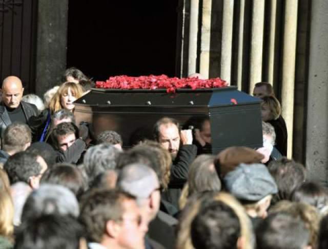 11 октября 2008 года актера увезли со съемок в Бухаресте. У него начался перитонит. Еще через два дня Гийом умер: его организм слишком ослаб и не справился с вирусом. Из близких Гиома на церемонии присутствовали его сестра Жюли и мама Элизабет. Жерар Депардье на фото замечен не был.