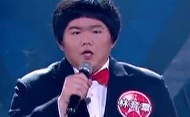 """Лин Ю Чун. Полный подросток из Тайваня выступил на аналогичном шоу """"Super Star Avenue"""" с песней """"I will always love you"""" и буквально """"взорвал"""" Интернет."""