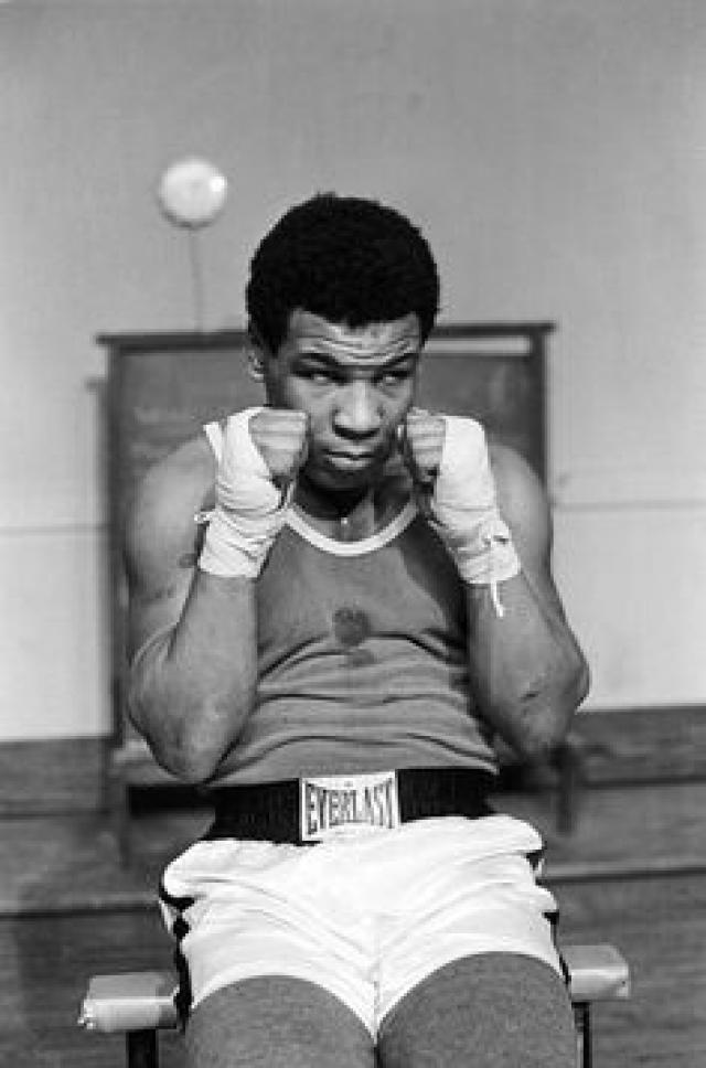 Стюарт согласился тренировать его при условии, что Майк не будет нарушать дисциплину. Он настолько влюбился в бокс, что персонал школы порой заставал его за тренировками в 2-3 часа ночи, когда он боксировал с тенью или качал мышцы в своей комнате.