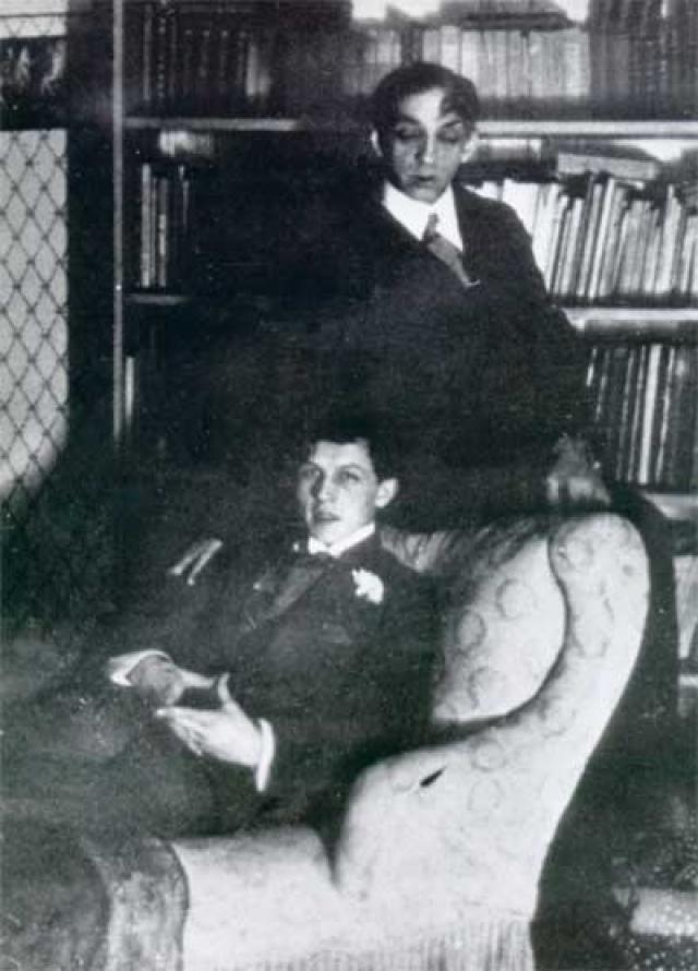 Кроме этого они стали близкими друзьями: об их интимных отношениях исследователями творчества Михаила Кузмина было написано немало различных очерков и статей