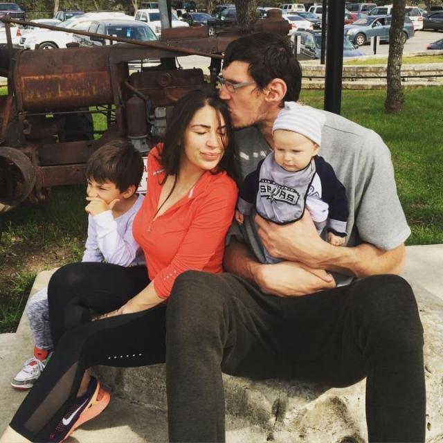 У Марьяновичей двое детей.