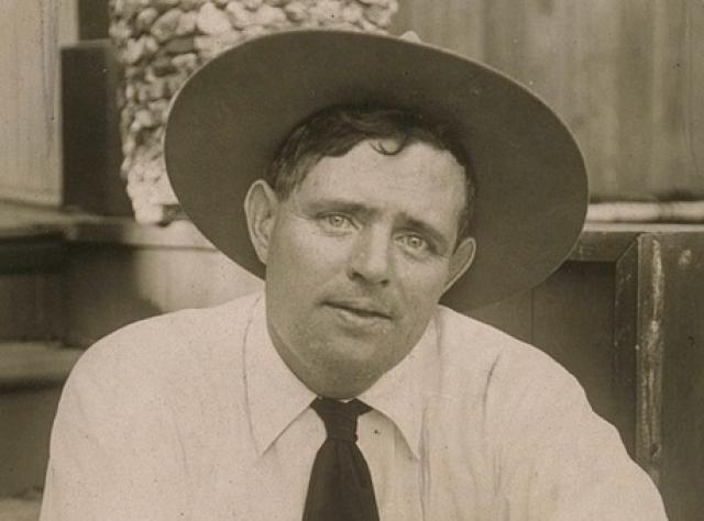 Джек Лондон. Американский писатель в на старости лет писатель увлекся сельским хозяйством и, чтобы расплатиться с долгами за ферму, вынужден был писать рассказы на потребу публике, которые были ему самому противны.