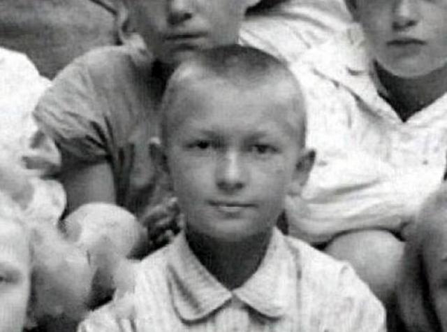 Георгий Вицин родился в Петрограде 23 апреля 1918 года. Но на самом деле вместо 1917-го был указан 1918-й , чтобы болезненного мальчика отправить в оздоровительную лесную школу, где было место только в младшей группе.