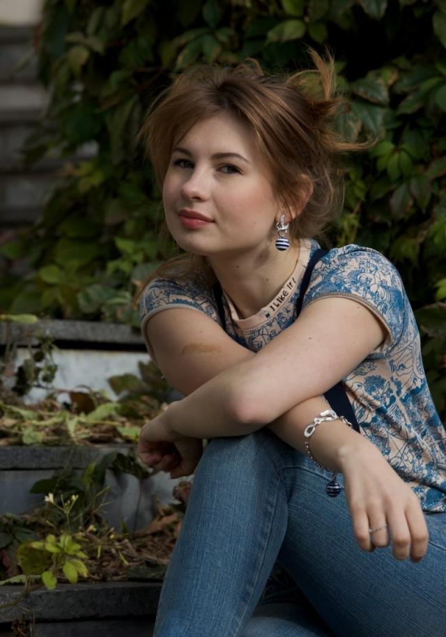 """В свои 27 лет Цуканова сыграла более 37 ролей в кино. Позднее актриса получила всероссийскую популярность как участница ситкома """"Восьмидесятые"""". Также несколько лет вела развлекательную программу """"Наши любимые животные"""" на телеканале ТВ-Центр."""