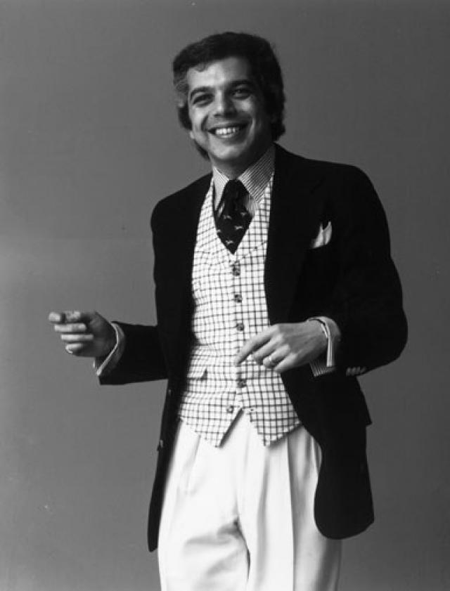 В 1966 году, вдохновившись образом Дугласа Фэрбенкса, Ральф предложил выпускать новую, более широкую модель галстука - но его идею отвергли. Тогда он решил самостоятельно заняться ее продвижением: арендовав почтовый адрес в Эмпайр-стейт-билдинг, в 26 лет он открыл собственную галстучную компанию…