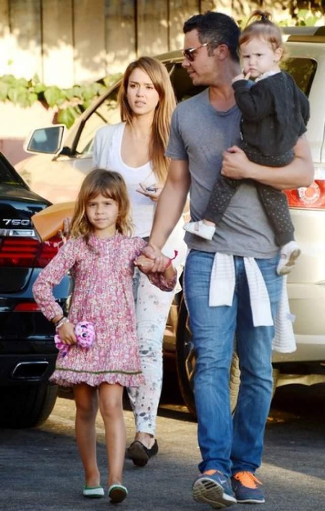 Мало кто верил в их отношения, однако же они вместе уже десять лет и растят двоих прекрасных деток - сына Онора и дочь Хэвен.