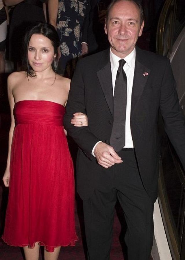 Кевин Спейси. Хотя актер уже несколько десятилетий находится под прицелом фотокамер, можно пересчитать по пальцам женщин, в компании которых он был замечен.