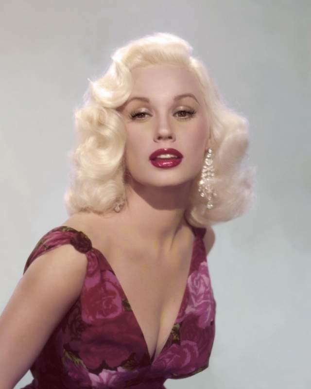 Мейми Ван Дорен, 87 лет. Еще одна бодрая актриса золотого века кинематографа.