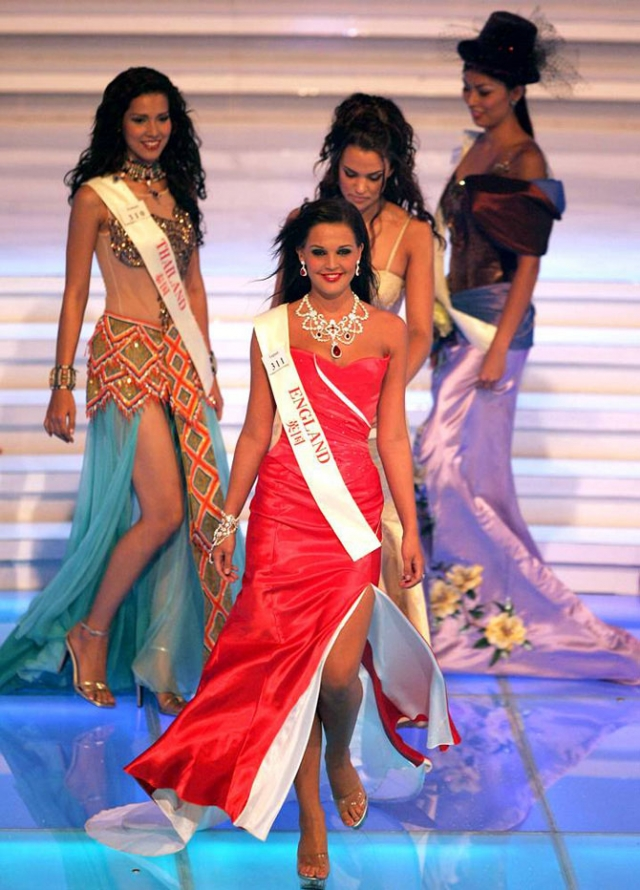 """Даниэлла Ллойд - Мисс Великобритания 2006 - лишилась своего титула после обвинения в том, что она фотографировалась обнаженной для """"Playboy"""" и встречалась с одним из членов жюри во время конкурса."""