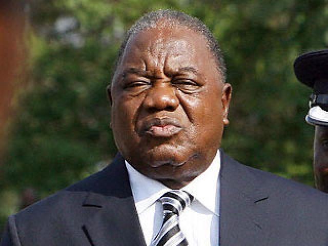 """В тот момент, когда Банда выступал с критикой лидера замбийской оппозиции Майкла Саты, на дереве прямо над креслом президента появилась обезьяна, справившая на политика малую нужду. Рупиа Банда быстро сориентировался. """"Возможно, это благословенье Господне"""", - заявил президент журналистам и дипломатам."""