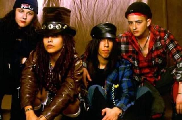 """4 Non Blondes – """"What's Up"""", 1992 год. По сей день увидеть женскую рок-группу нелегко, и американский квартет в свои годы произвел фурор. Упомянутый трек прогремел на весь мир в 1993 году, и даже спустя 25 лет песня до сих пор остается хитом вечеринок."""