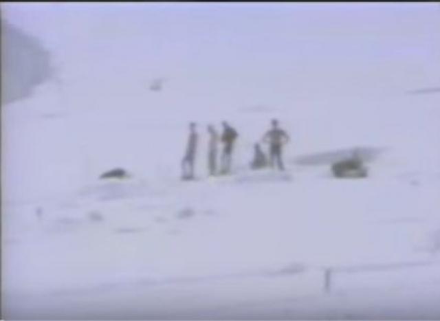 И узнали от него подробности: как его выбросило из палатки, как он в одних носках бродил по бывшему лагерю, обнаружил ногу, торчавшую из-под снега. Буквально ногтями стал выцарапывать человека, заваленного снегом и фирном. Молил Бога, чтобы откопать живого. Погребенным заживо оказался тот самый Миро Грозман, что рискнул в одиночку начать спуск.