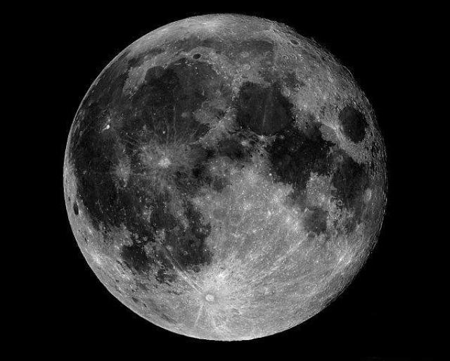 """""""Космическая музыка"""" продолжалось в течение одного часа. Ученые предположили, что звук возник из-за радиопомех между космическими аппаратами, но могли ли три опытных астронавта принять за чужеродное явление обычные помехи."""