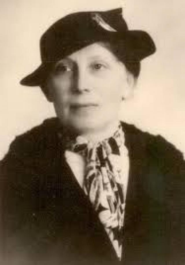 """Позже тетя Анастасии решает выяснить все до конца и в октябре 1925 года едет на встречу с """"выжившей"""". Ее сопровождала Александра Теглева (Шура) , бывшая нянька царских детей."""
