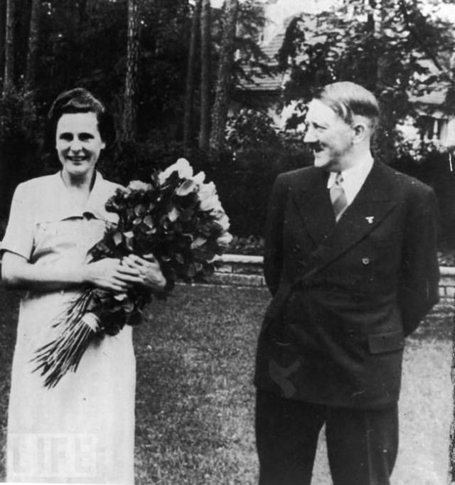 """Одной из тех, кого Гитлер, возможно, по-настоящему любил, была невестка Рихарда Вагнера Винифред. Фюрер обожал музыку Вагнера и, познакомившись с его невесткой, не на шутку ею увлекся. Она посещала его в тюрьме, добывала в трудные времена бумагу для """"Майн кампф"""" и боготворила Гитлера, считая его выдающимся человеком."""