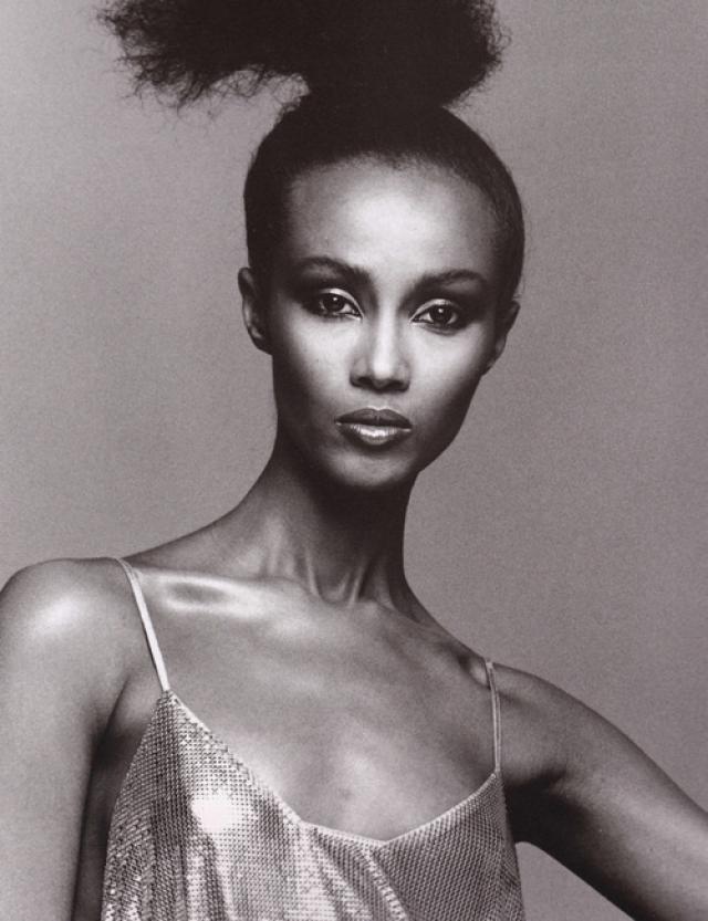 Позже Иман поступила в университет в столице страны - Найроби, где по желанию родителей изучала политологию, именно там ее заметил фотограф Питер Бэрд и пригласил работать в Америку.