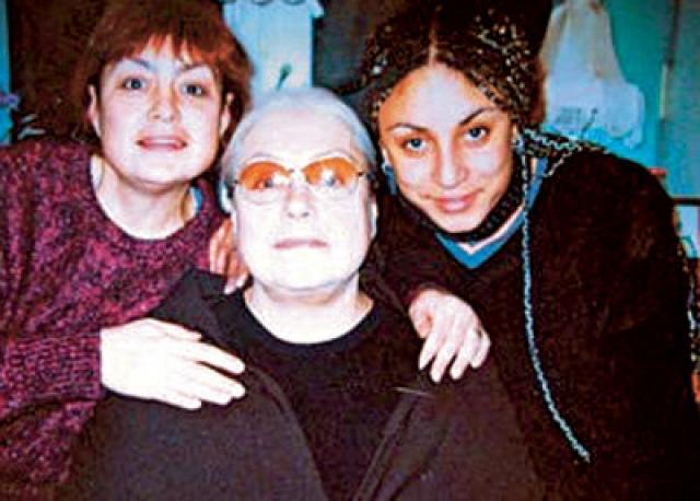 Она вновь встретилась со знаменитой мамой лишь в 40 лет, но очередной разрыв произошел, когда Анастасию пригласили участвовать в телевизионном ток-шоу, а ее матери не понравилось, что старшая дочь согласилась на съемки.
