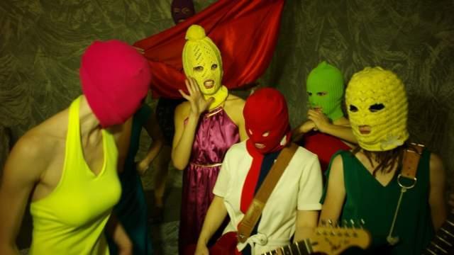 """Также за рубежом коллектив получил премию NME Awards в номинации """"Музыкальный момент года""""."""