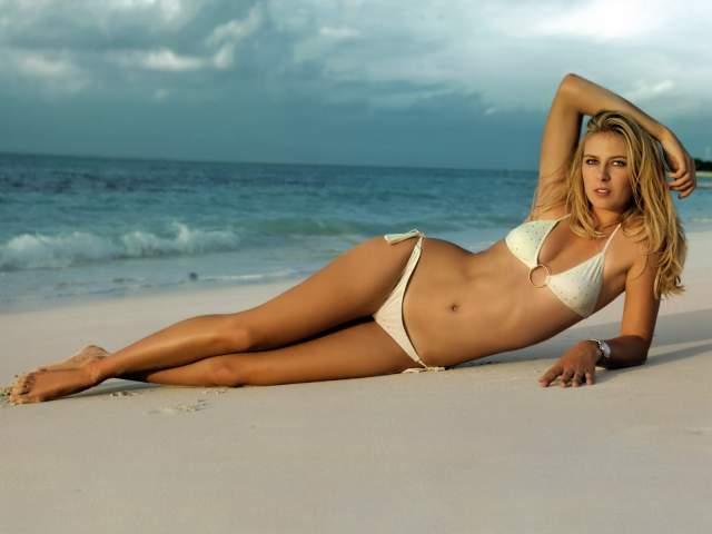 Мария Шарапова. В 2005 году российская теннисистка оказалась на 19-й строчке всемирного рейтинга красоток. Тогда она обогнала и Курникову, и многих других спортсменок.