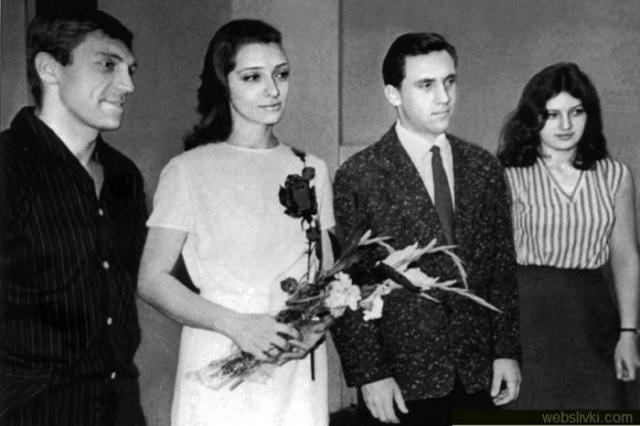 Официально оформили отношения они в 1965, правда, брак не был долгим, поскольку выяснилось, что их многое друг в друге не устраивает, и вскоре Высоцкий с Абрамовой развелись.