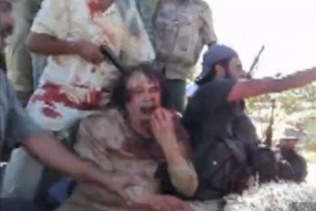 По некоторым данным, его пыталась вывезти из Ливии в Нигер группа южноафриканских наемников из 19 человек по специально заключенному контракту. Авиация НАТО открыла огонь и остановила конвой из внедорожников, иностранцам дали возможность скрыться.