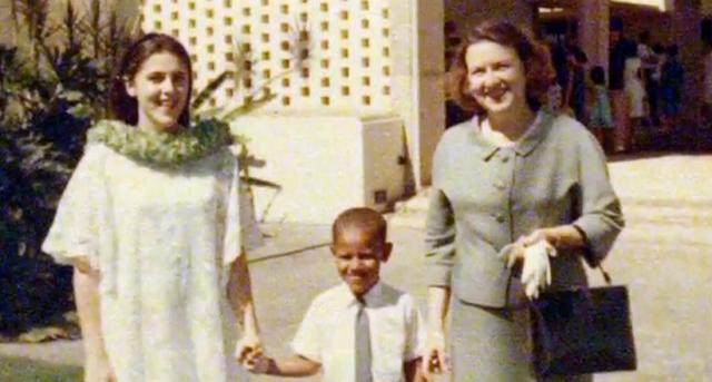 Барак проявил себя заботливым внуком: когда стало известно, что его бабушка на Гавайях заболела, он отменил два предвыборных митинга и первым же рейсом отправился проведать ее.